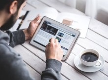 Touchscreen Tablet Blog Digital Reading Man