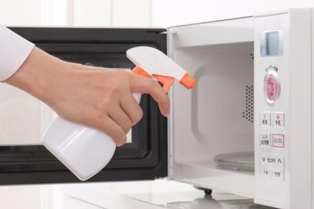 Cómo limpiar el horno microondas 2