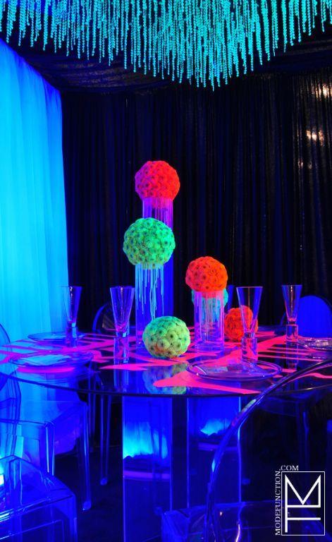 Centros de mesa neon 1  Como Organizar la Casa  Fachadas  Decoracion de interiores  Ideas para Fiestas  Moda Mujeres de 40 aos o mas