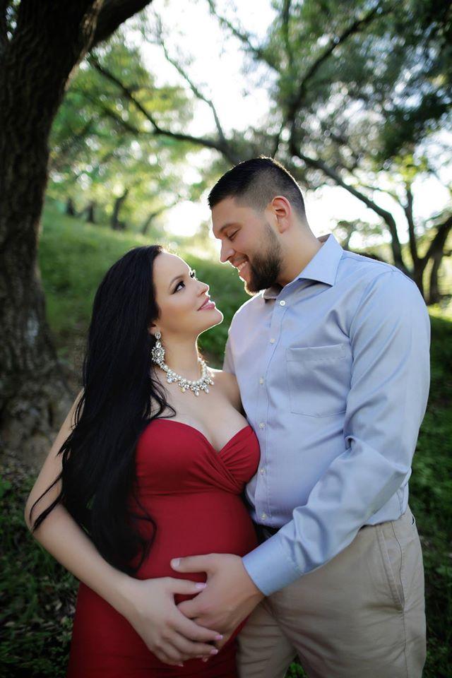 ideas de sesion de fotos de embarazo con tu pareja 19