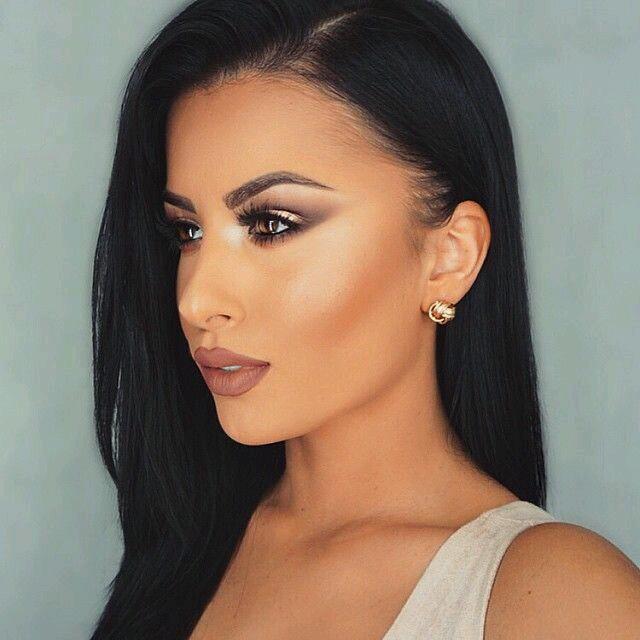Maquillaje para mujeres con cabello negro 16