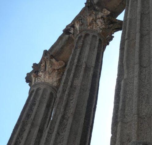 columna templo romano evora