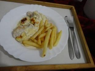 Frango Gratinado com Batatas Fritas