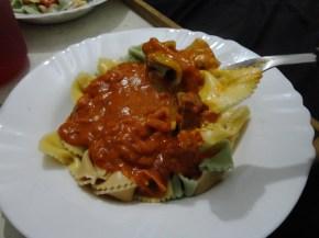 Macarrão Dona Benta com molho de tomate, presunto e queijo