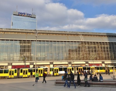 Alexanderplatz Transporte Berlim Viagem Alemanha - Foto Nathalia Molina @ComoViaja