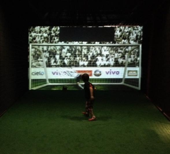chute-a-gol-no-museu-do-futebol-em-sao-paulo-foto-nathalia-molina-comoviaja