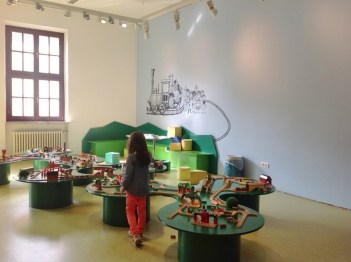 Crianca Trem Deutsche Bahn Museu Nuremberg Kibala - Foto Nathalia Molina @ComoViaja (13)