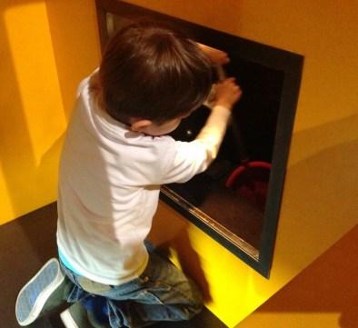 Crianca Trem Deutsche Bahn Museu Nuremberg Kibala - Foto Nathalia Molina @ComoViaja (16)