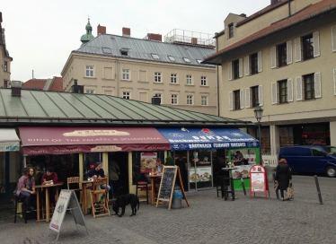 restaurantes-no-viktualienmarkt-mercado-de-munique-na-alemanha-foto-nathalia-molina-comoviaja