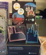 souvenir-de-munique-forma-de-biscoito-com-palacio-residenz-e-castelo-neuwanschstein-alemanha-foto-nathalia-molina-comoviaja