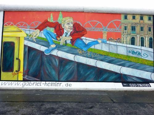 Wall Jumper Gabriel Heimler East Side Gallery Berlim Alemanha - Foto de dietadeporte no Flickr por Creative Commons