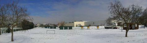 Le terrain extérieur le 13 mars 2013 sous la neige