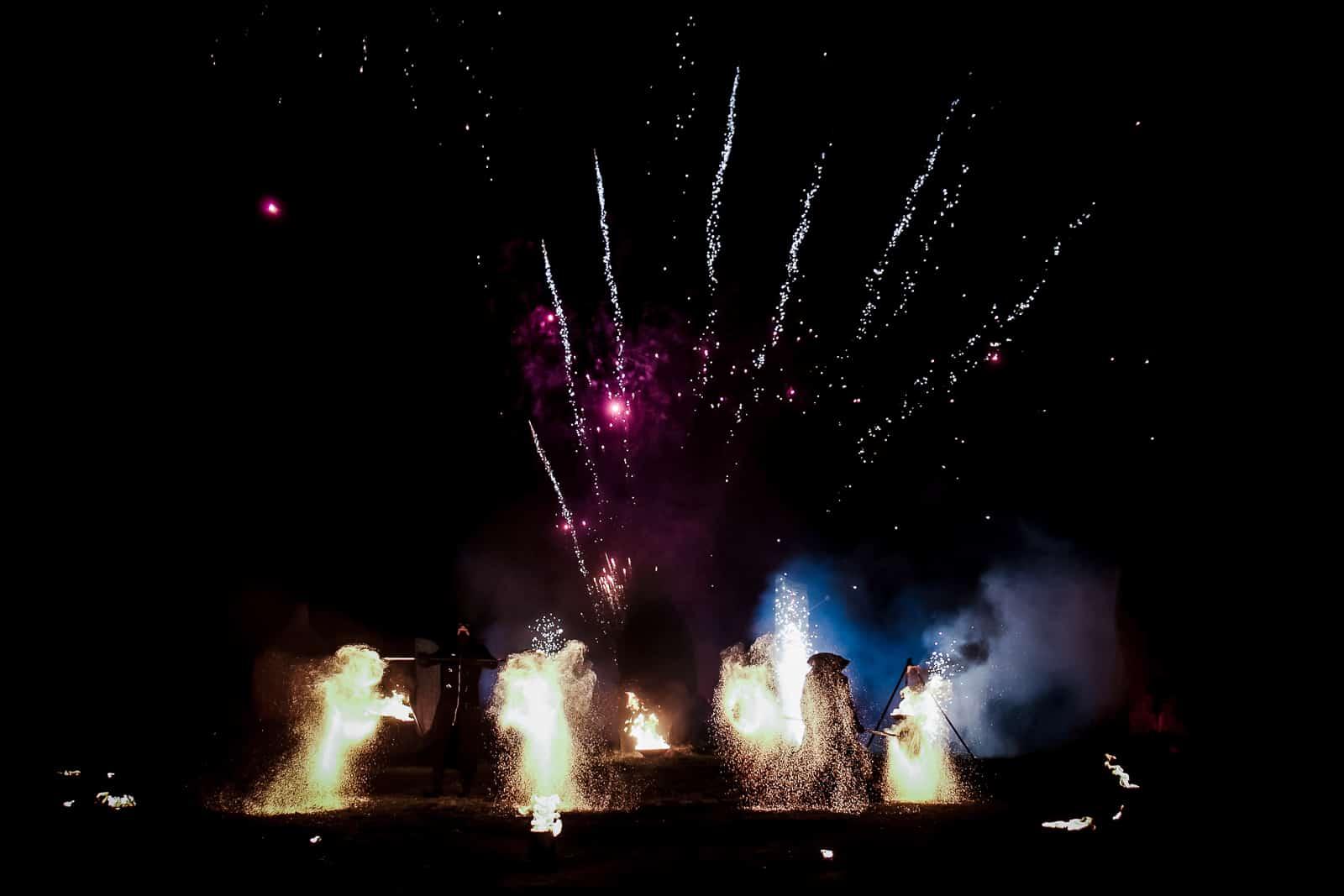spectacle de feu,jongleurs de feu, compagnie belizama, cracheurs de feu, spectacle de rue, spectacle de feu bretagne, spectacle pyrotechnique, belizama, bretagne