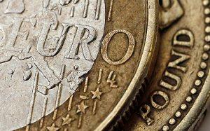Kursy walut. Dolar stracił po NFP, jak zachowa się euro po EBC?