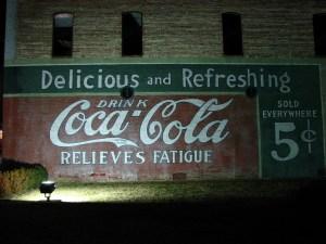 Na ścianach budynków USA wciąż można podziwiać stare reklamy Coca Coli