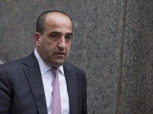 Były doradca inwestycyjny w JP Morgan Chase, Michael Oppenheim opuszcza budynek sądu federalnego. |źródło: www.businessinsider.com