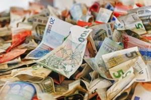 Dolar testuje rejony 3,7 zł, euro, czeska i szwedzka korona oraz jen bez większej zmienności