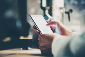 Handel mobilny to już standard. Ale handel przez Facebooka?!