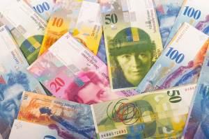 Notowania franka szwajcarskiego stoją na 4,12 PLN. Wcześniej rynek testuje 4,1060 PLN