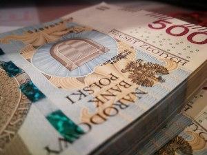 Kurs złotego (EUR/PLN) zyskuje. Fed nadal nie zamierza nic zmieniać