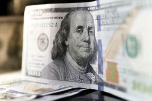 Dolar amerykański odreagowuje do 3,94 PLN. Kurs USD/PLN z szansą na ruch wzrostowy do 3,9730