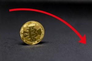 Ether spada poniżej 2 tys. dol, bitcoin pod 33 tys., a dogecoin testuje 0,2 dol. we wtorek