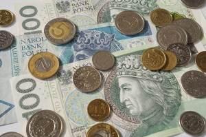 Kurs dolara najsilniejszy o poranku, a frank traci najwięcej wobec PLN. Co z euro i funtem?
