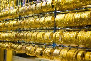 Konsolidacja cen złota w okolicach kilkumiesięcznych maksimów