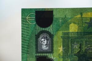 Kurs euro do złotego z możliwością powrotu powyżej 4,50 zł wg BNP Paribas