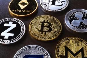 Kryptowaluty. Binance coin (BNB) liderem, ethereum classic (ETC) na szarym końcu. Bitcoin (BTC) w miejscu