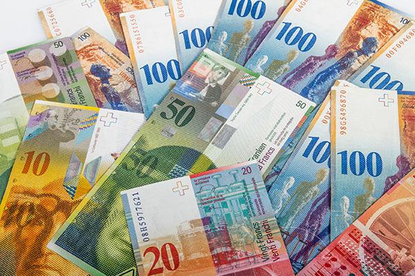 Euro w potrzasku 4,29 zł. Kurs dolara i franka również pod oporami, funt nad 5 zł. Sprawdź ile zapłacisz za te waluty w środę, 20 listopada