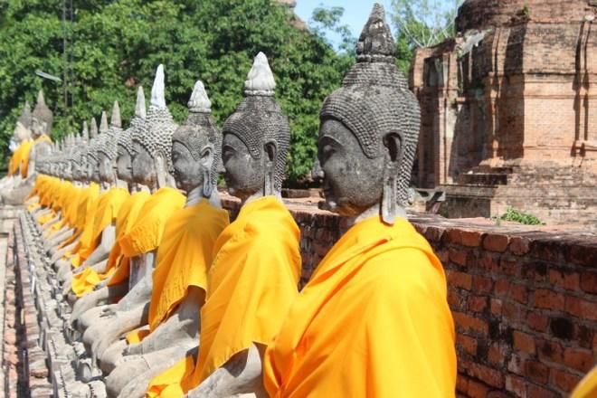 Budas em um dos templos de Ayutthaya