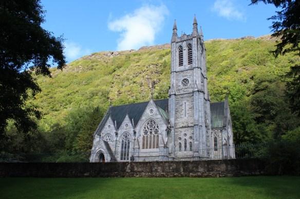 Igreja gótica construída dentro da propriedade de Kylemore