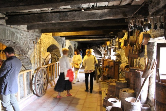 Por dentro dos templos de Meteora
