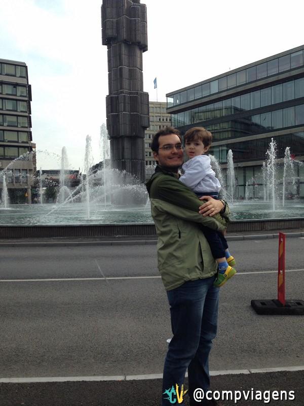 Fábio, marido de Patrícia, e o filho mais velho, na capital, Estocolmo