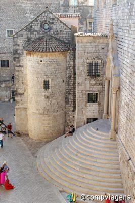 Escadaria igreja de São Estêvão