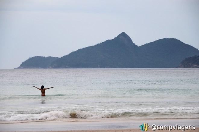 Tomando banho no mar gelado de Lopes Mendes