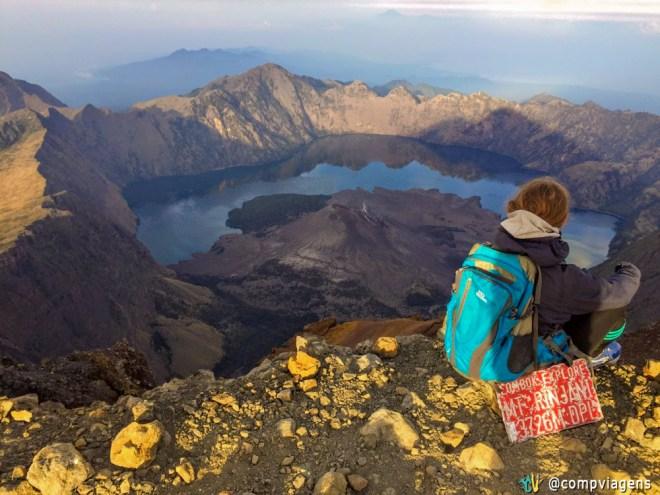 Aproveitando a vista do topo do Mt. Rinjani, segundo dia, foto por Fabian