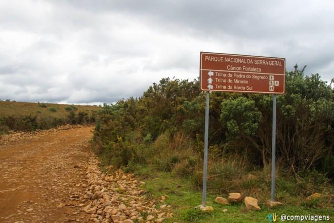 Placa indicativa para as trilhas
