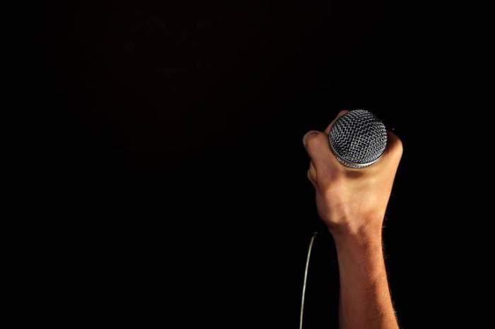 a la hora de cantar