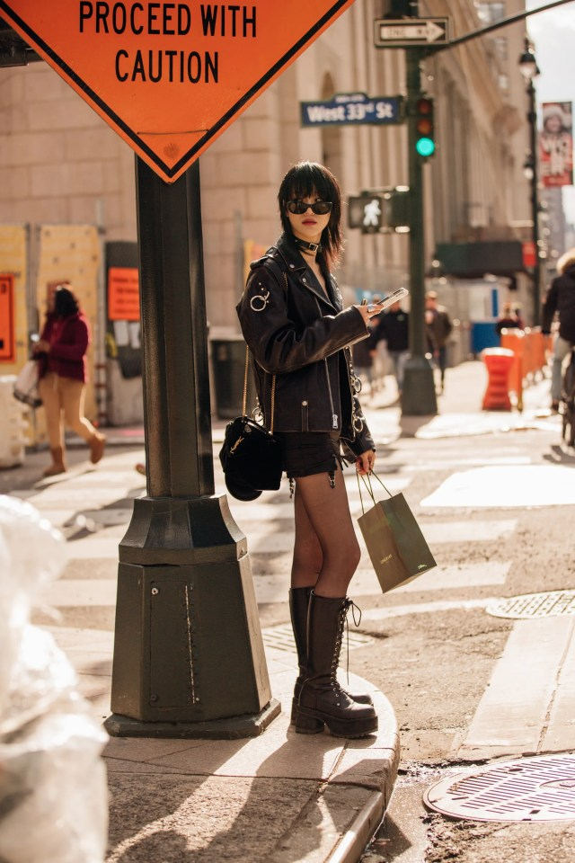 Street style New York, Stati Uniti, 12 febbraio 2020