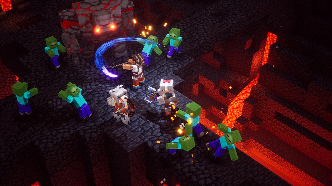 3personnages de Minecraft attaquent un golem et des creepers dans une grotte remplie de lave