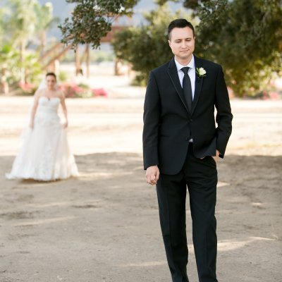 4 Ways To Do a First Look On Your Wedding Day