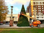 Preparing the Christmas tree in Krutch Park