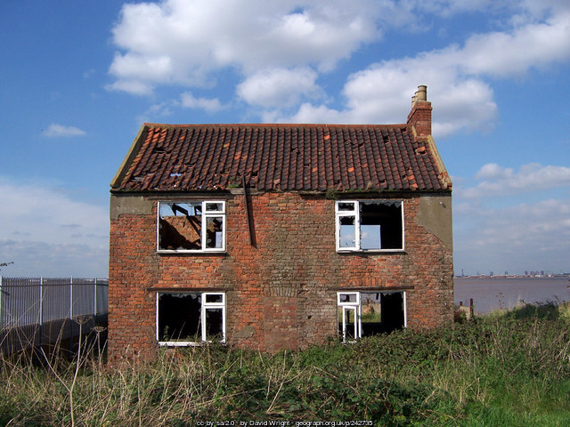 Derelict House © Copyright David Wright and licensed for reuse under this Creative Commons Licence