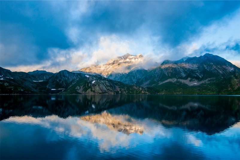 awakening the inner voice - beautiful lake and mountains
