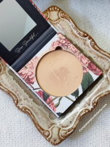 Pure Anad's pressed foundation in the shade Very Fair.