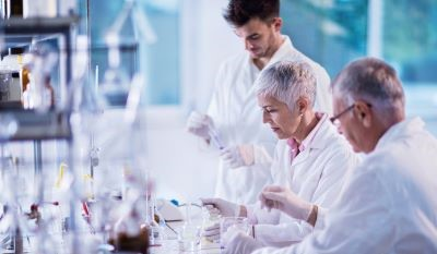 scientists-working-on-research-in-lab