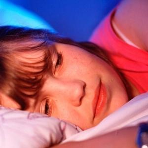 Dormir libera mielina, substância que protege o circuito do cérebro, dizem cientistas