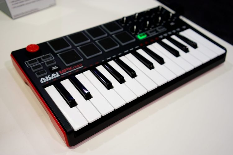 Un clavier Akai Mpk mini à 25 touches